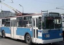троллейбус на улице