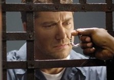 кадр из фильма законопослушный гражданин
