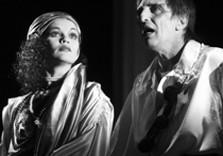 Сцена из спектакля «Пленные духи»
