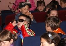 школьники в кинотеатре