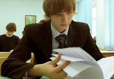 школьник с тестами