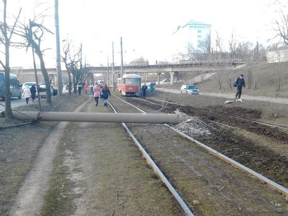 В Харькове трамвай заблокировал дорогу (ФОТО)