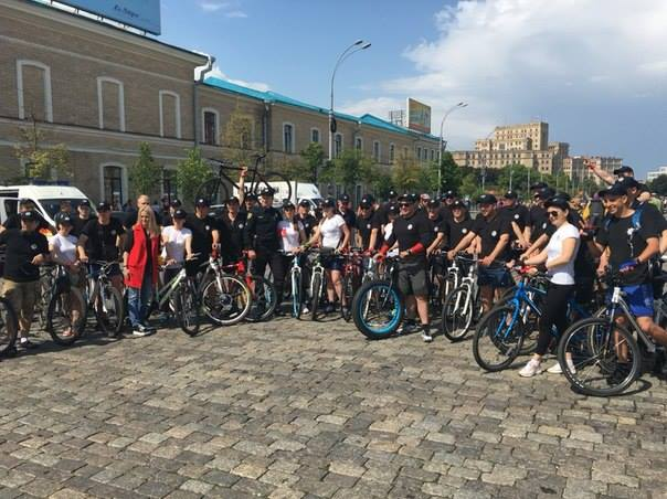 Более 5 тыс. велосипедистов изобразили нацентральной площади Харькова символ города