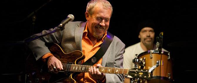 Хэдлайнером Международного фестиваля джазовой музыки «Live in blue bay-2012» станет Андрей Макаревич.