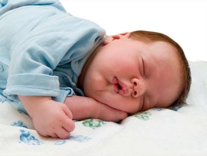 Когда малыш сладко спит - мама может спокойно отдохнуть
