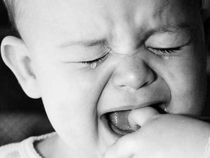 Слезы - это генетически заложенный в малыша инстинкт самосохранения