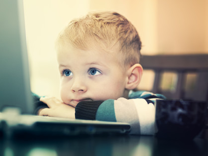 Создайте ребенку условия для того, чтобы он чувствовал себя любимым и проблема с компьютером вскоре забудется.