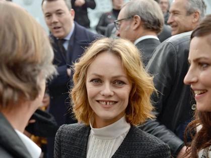 Разведенная Ванесса Паради, кажется, счастлива, несмотря ни на что.