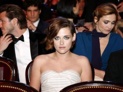 Кристен Стюарт на Cesar Awards 2015 была по-весеннему свежа и прекрасна, если не считать странного низа ее платья.