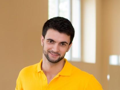 Мультитренировки, которые проводит Андрей, являются эффективной программой для приведения своего тела в порядок.