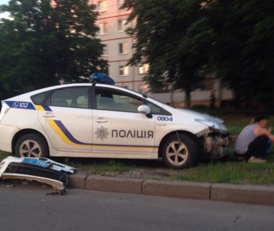 ДТП: на Салтовке патрульные попали в аварию