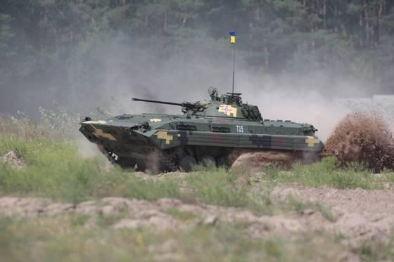 Президент сообщил взону АТО партию военной техники