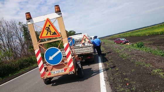 ВХарьковской области машина сбила насмерть 3-х рабочих автодора