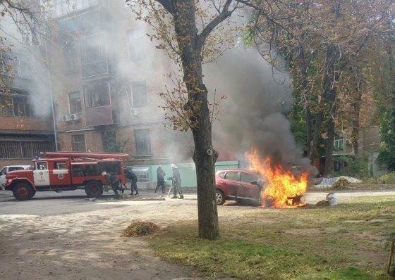 Сегодня в Харькове горел автомобиль