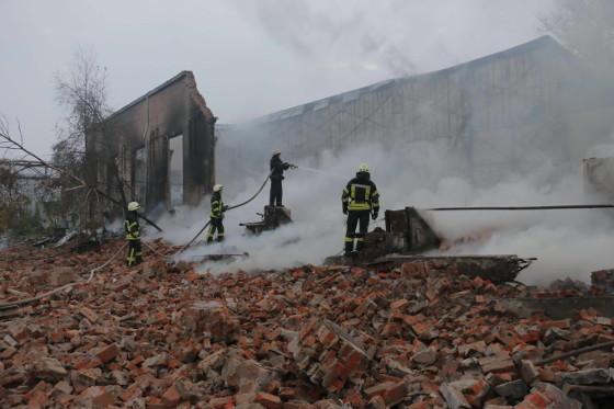 Пожар вОсновянском районе— полыхали мебельные склады
