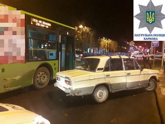 ВХарькове нетрезвый шофёр врезался втроллейбус
