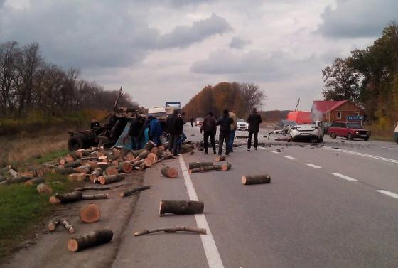 Под Валками столкнулись ГАЗ и Киа - два человека погибли наместе