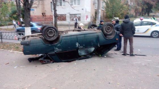 Под Харьковом в итоге ДТП разорвало легковую машину: два человека погибли (ФОТО 18+)