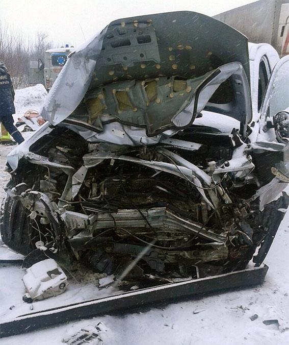 В итоге ДТП три человека погибли вХарьковской области