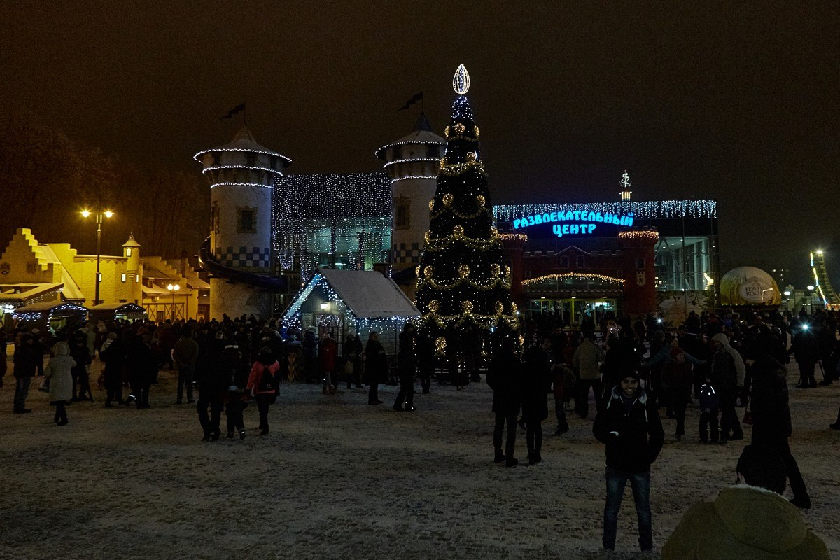 В парке Горького открылась новогодняя елка