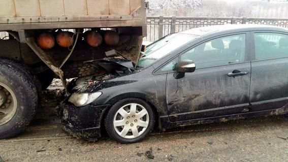 ВХарькове случилось тройное ДТП сучастием грузового автомобиля, есть погибшие