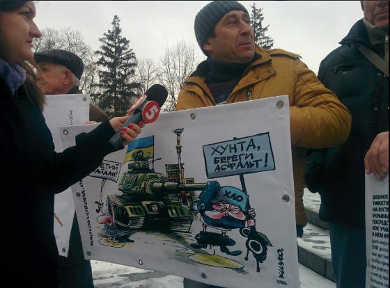 В Харькове 30 человек спели гимн Украины у Генконсульства РФ (ФОТО)