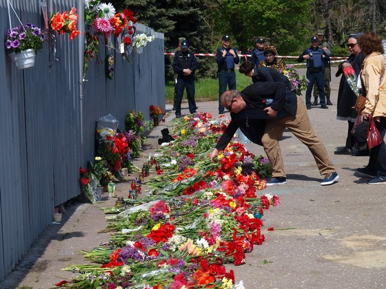 ВОдессе собравшихся почтить память жертв Одесской хатыни вытесняют сКуликова поля