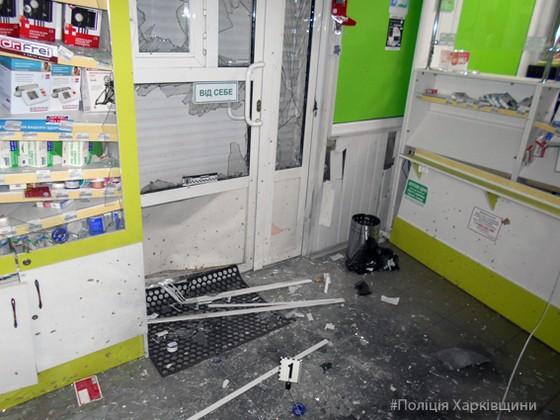 ВХарькове бросили гранату вокно аптеки