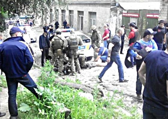 Напал на кредитное учреждение и пытался скрыться от силовиков: подробности спецоперации в центре Харькова