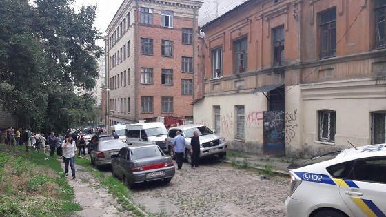 ВХарькове преступник  прыгнул счетвертого этажа, спасаясь от милиции