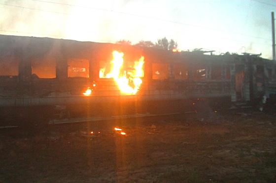 В харьковском депо сгорели 2 вагона электрички (видео)