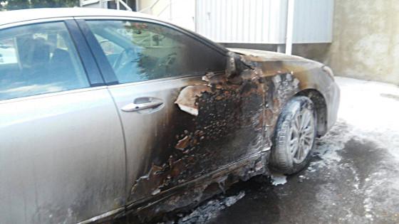 ВХарьковской области мужчина бросил в«Lexus» зажигательную смесь и исчез