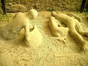 Окаменелые жертвы извержения Везувия.