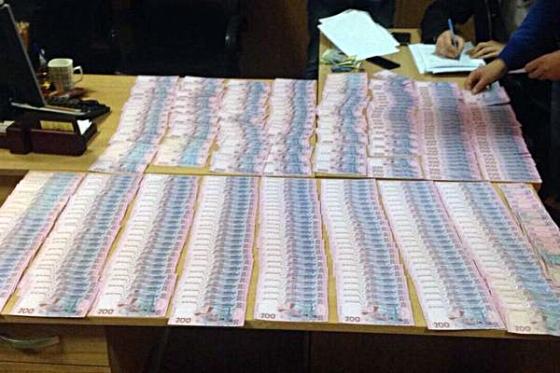 ВХарькове навзятке в неменее 100 тыс. грн задержали госисполнителя