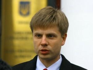 Гончаренко показывал коробки с подписями граждан Украины за Евросоюз