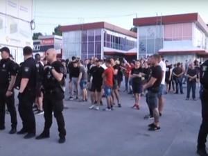 Полиция оцепила магазин в ответ
