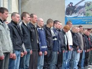 Члены военкома любыми способами вручают повестки