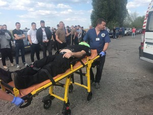 Пострадали семь человек – шестеро мужчин и сотрудник районной полиции
