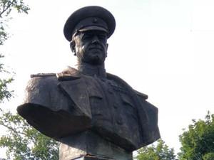 Восстановленный памятник Жукову в Харькове – это правильно